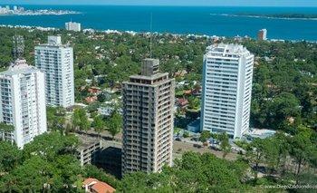 La construcción de ambas torres comenzó a principio de la década del 80.