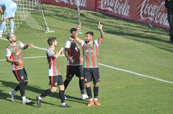Los compañeros felicitan a Batista por su conquista