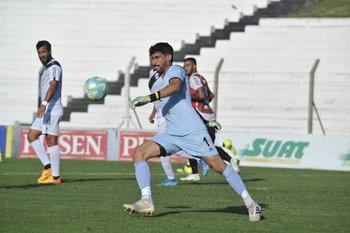 Salvador Ichazo sale en largo
