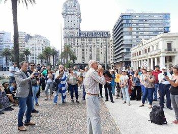 Manifestantes antivacunas protestan en Plaza Independencia
