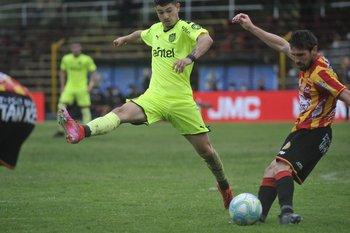 Loffreda sale en largo presionado por Álvarez Martínez