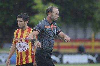Daniel Fedorczuk con Fabricio Fernández a su espalda