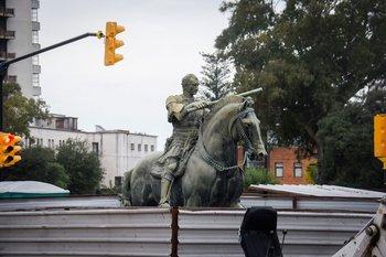 Faltan las espuelas: IMM dispuso investigación administrativa tras reubicación de escultura ecuestre
