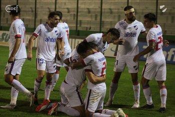 El festejo final de los jugadores de Nacional.