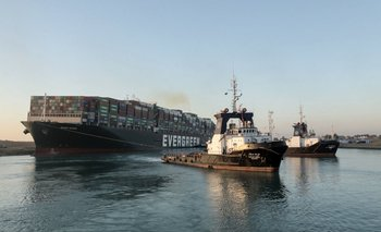 El buque estuvo atascado en el Canal de Suez desde el martes
