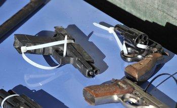 En el hecho fueron incautadas cuatro armas de fuego y numerosas municiones.