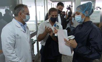 El presidente Luis Lacalle Pou el día que fue a vacunarse al hospital Maciel