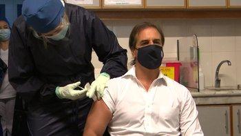 El presidente se vacunó este lunes