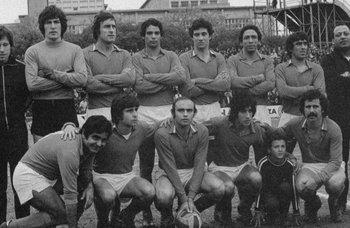 El equipo de Defensor campeón uruguayo en 1976; el arquero era Fredy Clavijo