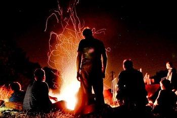 La excepcional relación de la humanidad con la energía empezó hace cientos de miles de años, con el descubrimiento del fuego.
