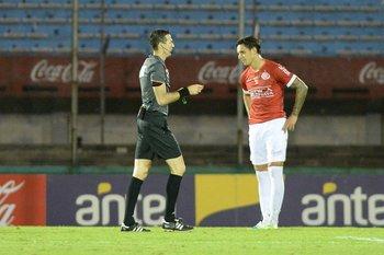 Andrés Matonte expulsó a Guillermo Fratta.