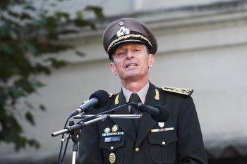 José González, el día de su asunción como Comandante en Jefe