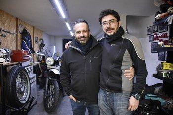 A la izquierda Nicolás Scafiezzo, a la derecha el fotógrafo argentino Walter Astrada