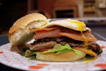 El chivito está en el top 3 de los mejores sándwiches del mundo