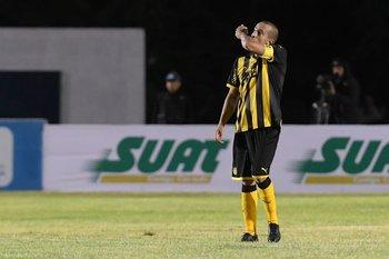 Guzmán Pereira festeja su gol