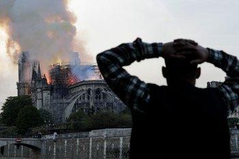 El 15 de abril de 2019, mientras se encontraba en plenas obras de restauración, la catedral de Notre Dame tomò fuego