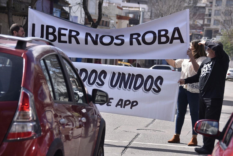 Uber debutó en Wall Street con un tropiezo