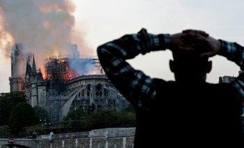 El incendio de la catedral de Notre Dame provocó el colapso del techo y la aguja central del edificio medieval