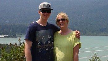 Alex Hardy le envió a su madre, Lesley Roberts, un correo electrónico explicándole su decisión.