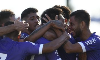 El festejo del 1-0 violeta