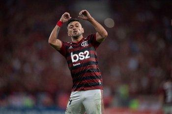 Flamengo, con De Arrascaeta, ganó 3-1 a Cruzeiro en el inicio del Brasileirão