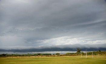 La alerta emitida este sábado es por tormentas fuertes; deslizá hacia abajo y mirá el pronóstico