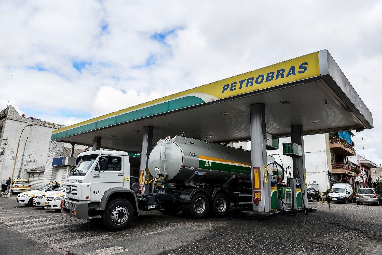 Petrobras puso a la venta sus estaciones de servicio en Uruguay