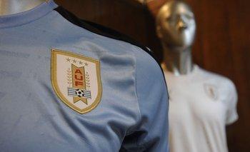 Las cuatro estrellas permanecerán inalterables en la camiseta uruguaya