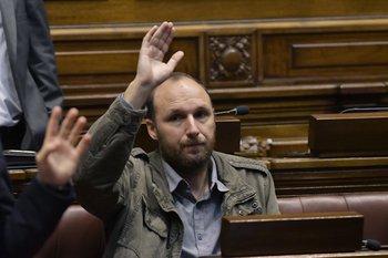 El diputado del MPP Sebastián Sabini se levantó de la sesión luego que el presidente de la comisión no le diera la palabra previo a la reunión con el Codicen