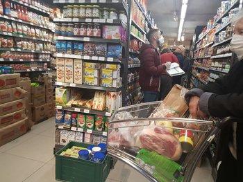 La ausencia de competencia genera márgenes corporativos elevados y facilita el traslado de las presiones de costos de la cadena a los precios de venta, señala Leonardo Veiga.