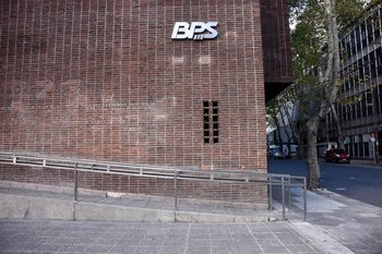 Durante abril el BPS solo atenderá servicios esenciales