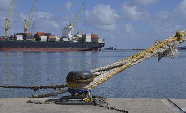 Crece avanzada K en Argentina para debilitar operativa portuaria uruguaya