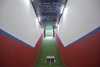 Túnel de salida a la cancha