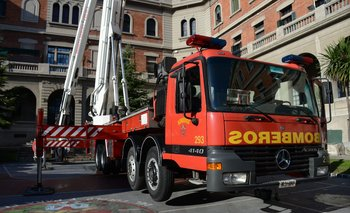 Bomberos evacuó a 10 personas tras el incendio en un residencial en Carrasco