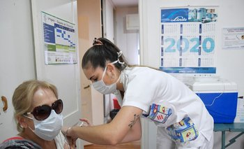 Vacunados contra el covid-19 podrán recibir la inoculación contra la gripe.