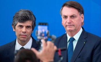 Bolsonaro junto al nuevo ministro de Salud Pública de Brasil