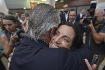 Ignacio De Posadas junto a la ministra de Economía, Azucena Arbeleche, el día de su asunción