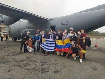 El grupo en Caracas antes de partir