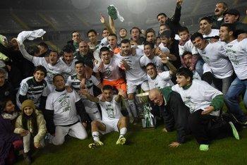 El plantel de Plaza Colonia que dio la vuelta en el Estadio Campeón del Siglo ante Peñarol en mayo de 2016