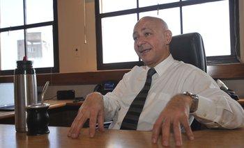 Odizzio es ingeniero civil, tiene un master en Administración y Gestión de Sistema de Seguridad Social y otro en Administración de Servicios de Salud. En 1992 ingresó al BPS como administrador de la Asesoría Tributaria y de Recaudación.