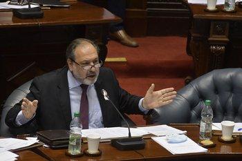 El senador Jorge Gandini en el plenario del Senado