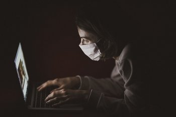 Los casos de acoso por publicaciones en internet aumentaron durante la pandemia.