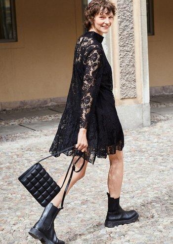 La colección de Moda de Otoño 2021 de H&M combina siluetas vintage con vanguardia