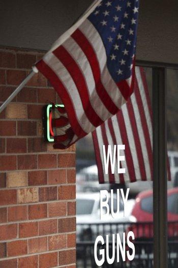 Bandera de Estados Unidos flamea en Colorado