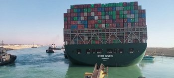 El Ever Given, atascado en el canal de Suez