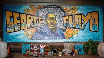 Mural donde retratan a George Floyd en Estados Unidos