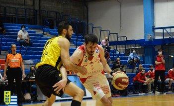 Juan Ducasse, de Trouville, con la pelota.