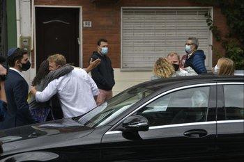 La familia de Alberto Sonsol antes de la salida del cortejo fúnebre