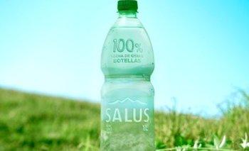 El envase de 1 litro de agua elaborado 100% con plástico reciclado de otras botellas.
