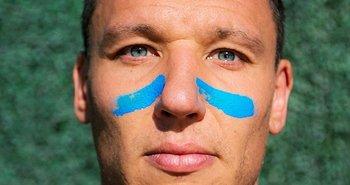 Damián Musto se pintó de celeste debajo de los ojos para concientizar en contra del cáncer